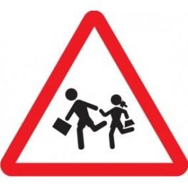(Pincha en la señal para entender porqué los entornos escolares de Logroño necesitan reducir su límite de velocidad)